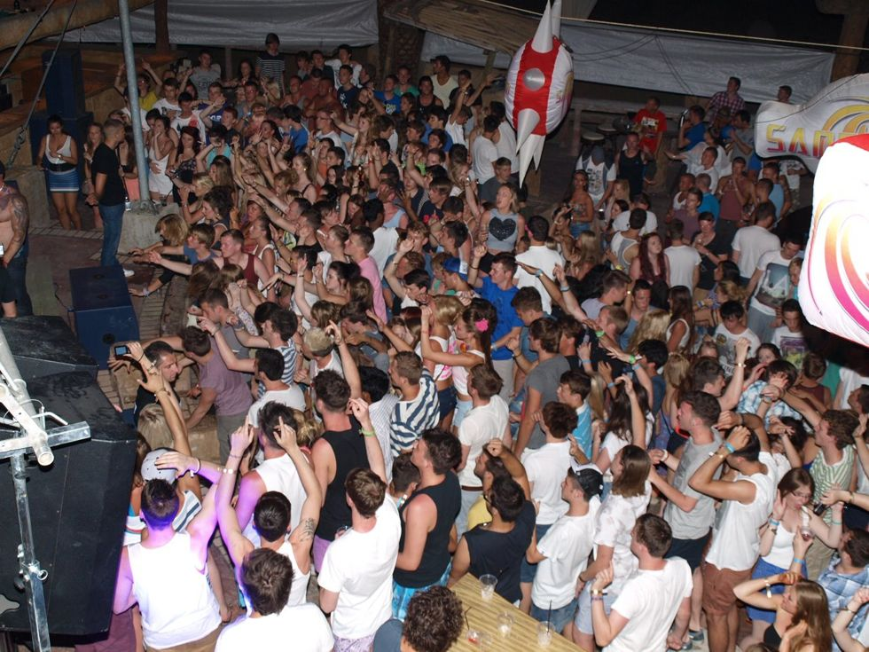 Bamboo Beach Club Kavos Corfu - Sandstorm Beach Party - Island Beach Resort