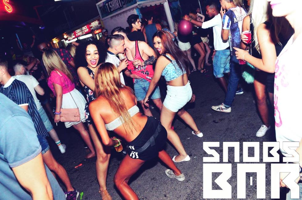 Snobs Bar Kavos - VIP Drink Packages - Kavos Bars - Kavos Nightlife - VIP Tables At Snobs Bars