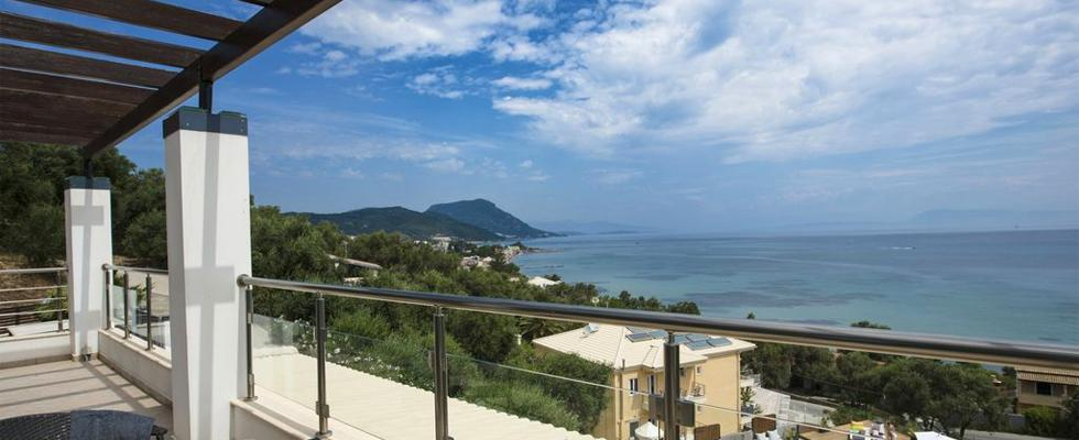 Amazing Greek Villas - La Pearl Villa Messonghi - Relaxing Accommodations In Corfu