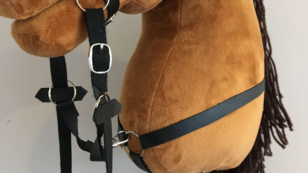 Chest strap martingales for hobby horse