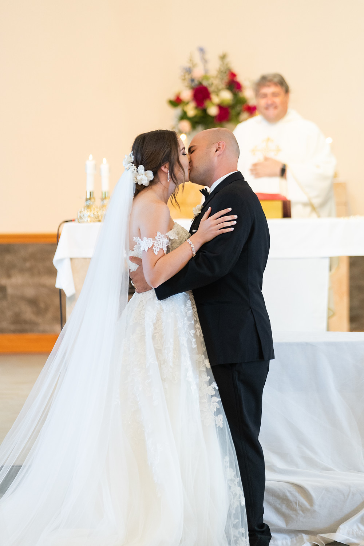 Professional wedding photo of catholic wedding by Ila of Joy Photo and Video in Austin.
