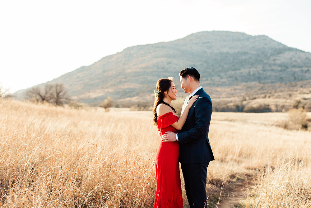 Engagement photos in the Tandy Hills natural area in Fort Worth, Texas.