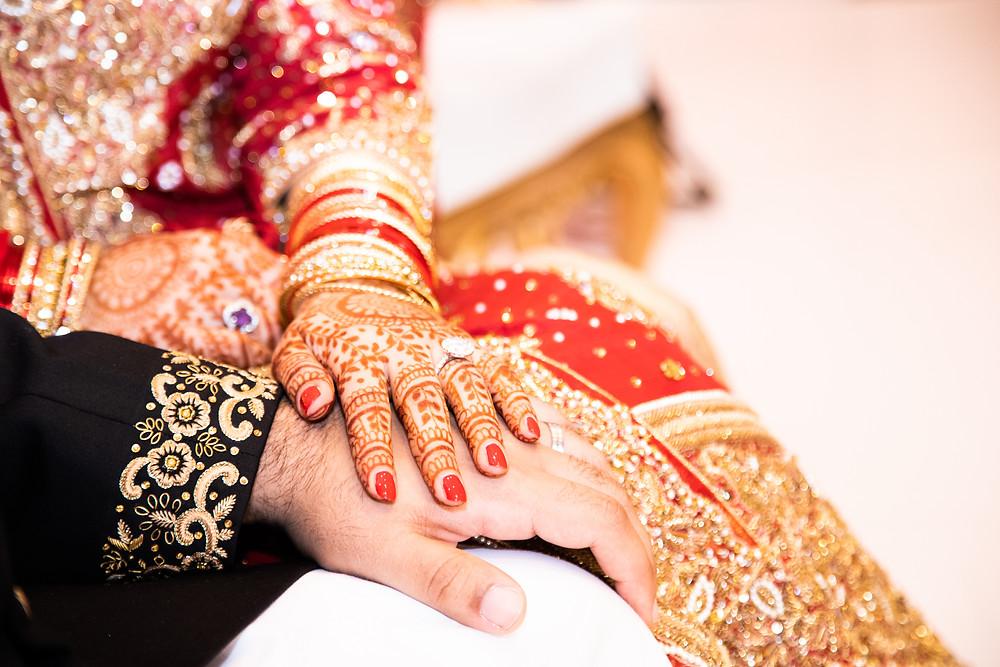 Indian bride in DFW with mehndi on her hands in Hindu wedding.