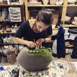 Juliet_Eidelman_Ceramics_working