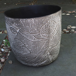 Black & white textured pot