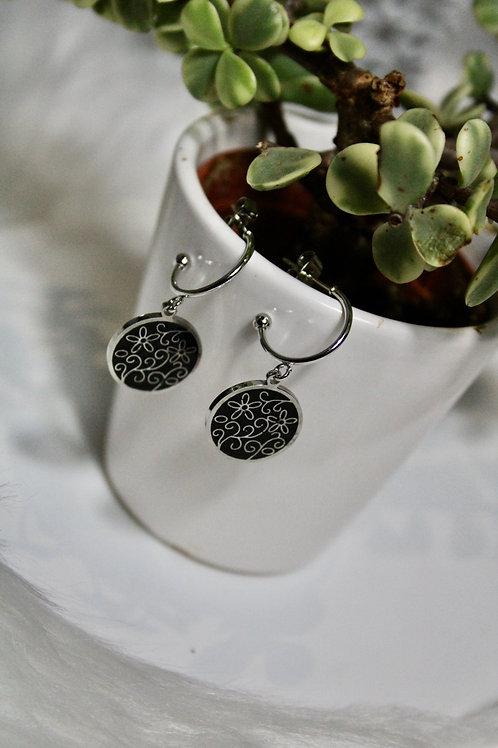Boucles d'oreilles fleuries noir
