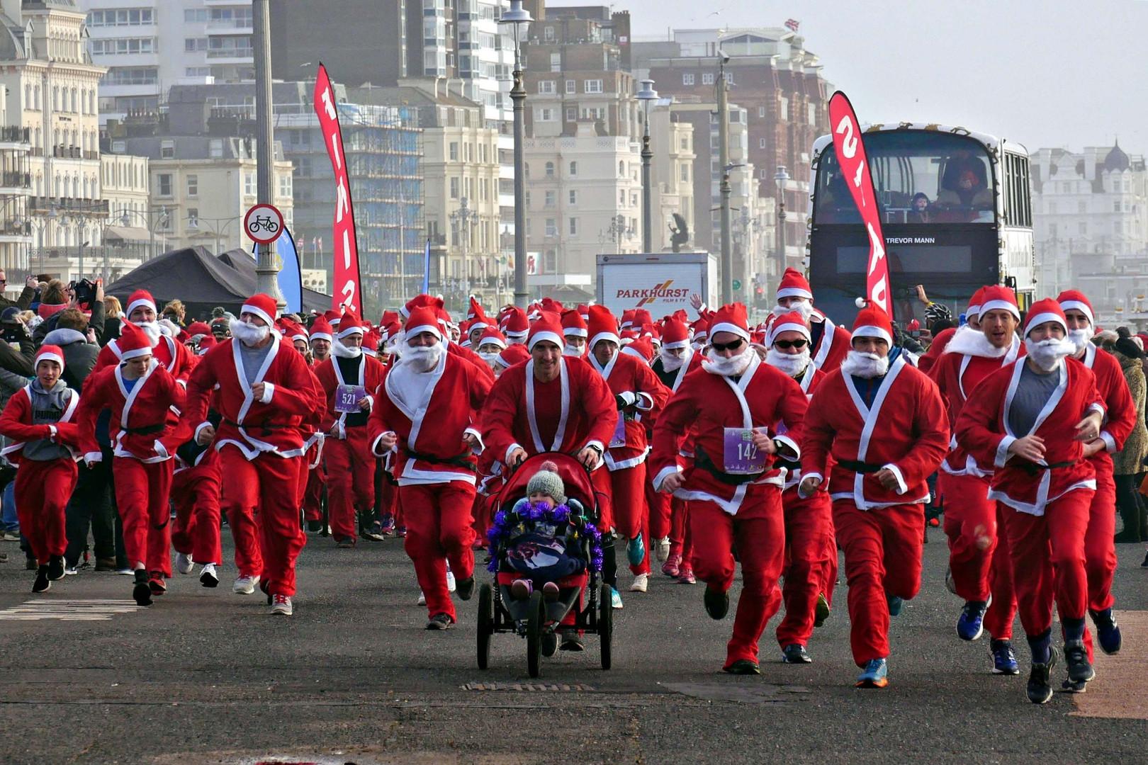 Running Santas on Brighton seafront