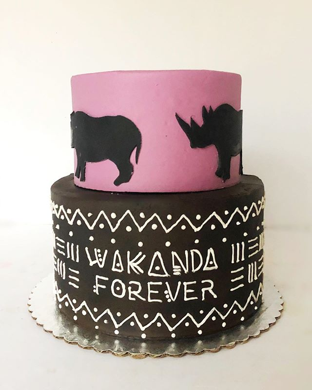 Loving this _blackpanther cake! High in