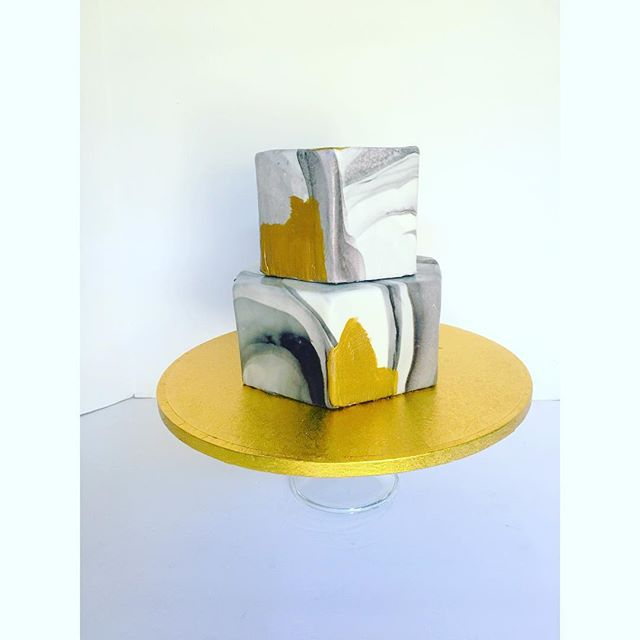 Beautiful geometrical wedding cake! Hexagon, marbled, metallic loveliness! ._._._._._._