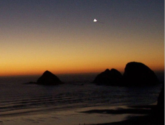 UFO-October-13-2004-Oceanside-Oregon-USA