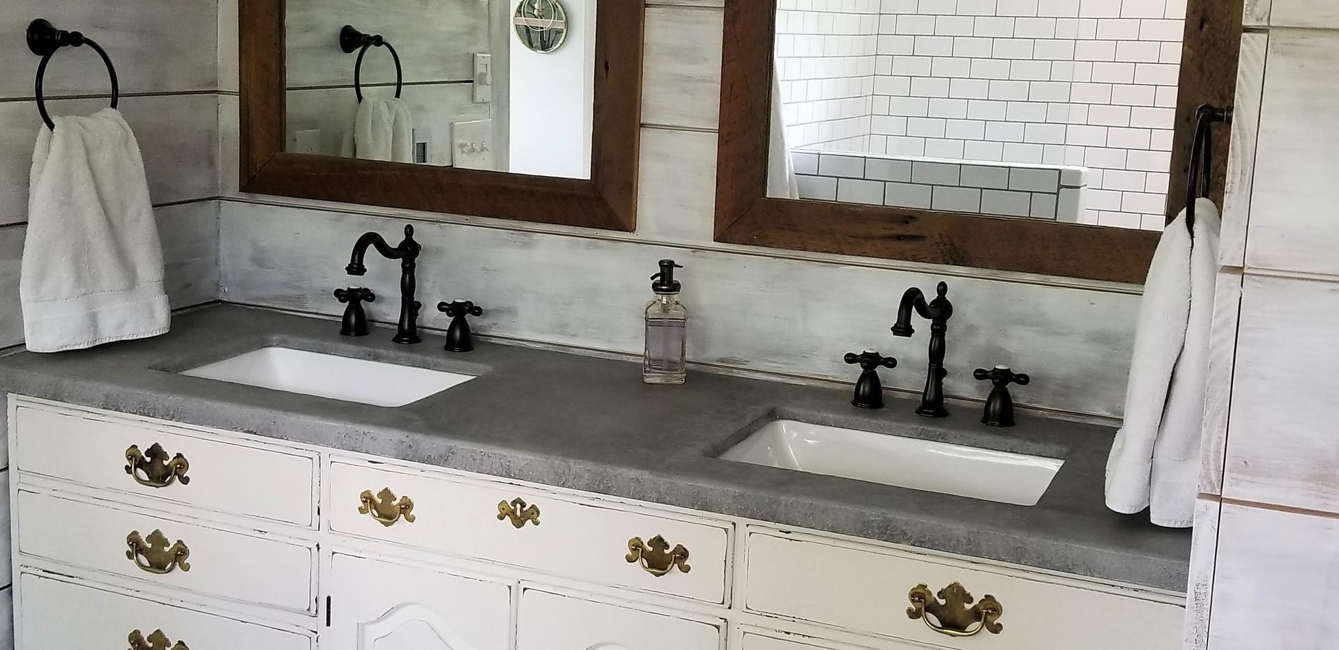 17 master bath.jpg