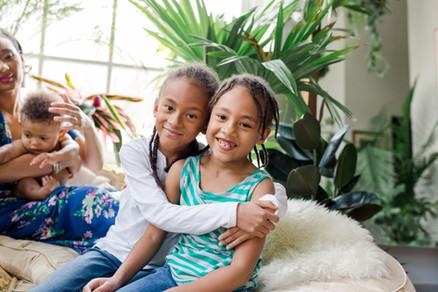 green blue mini session jungle plants siblings family sisters