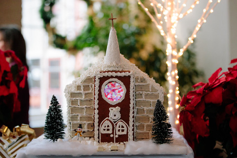 gingerbread house details wedding table scape