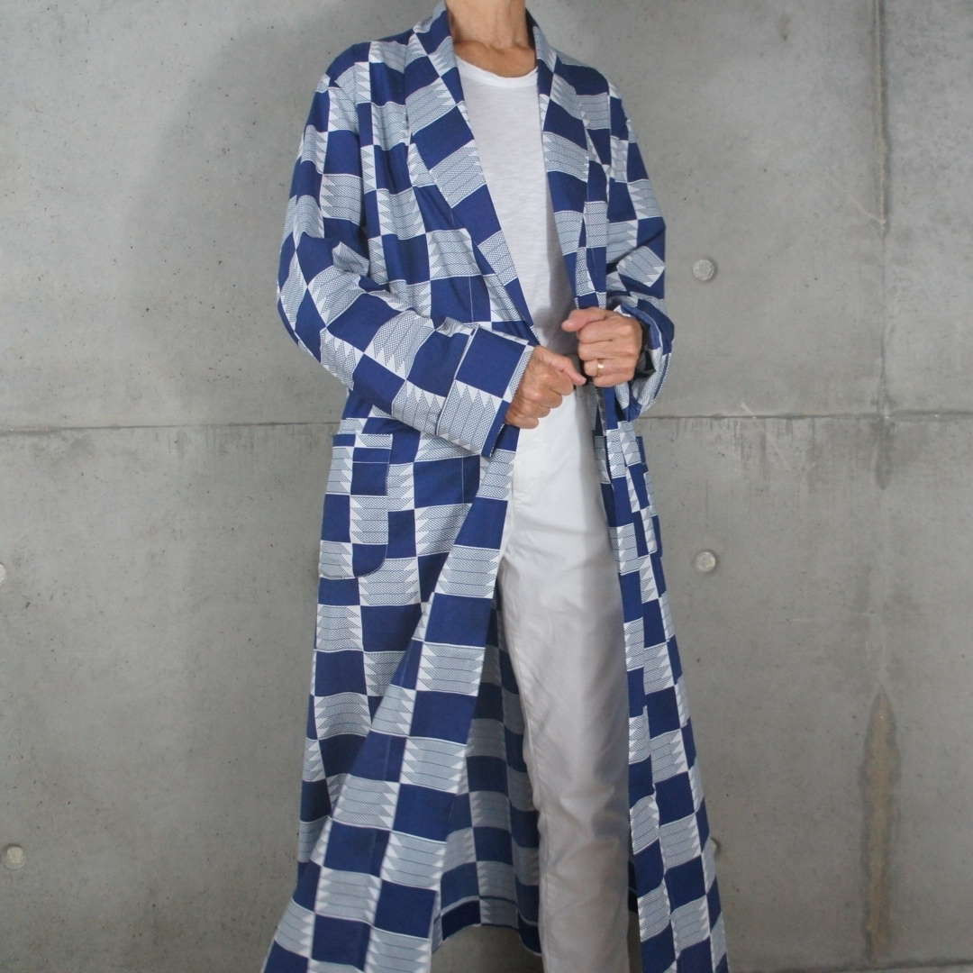 Border dressing gown