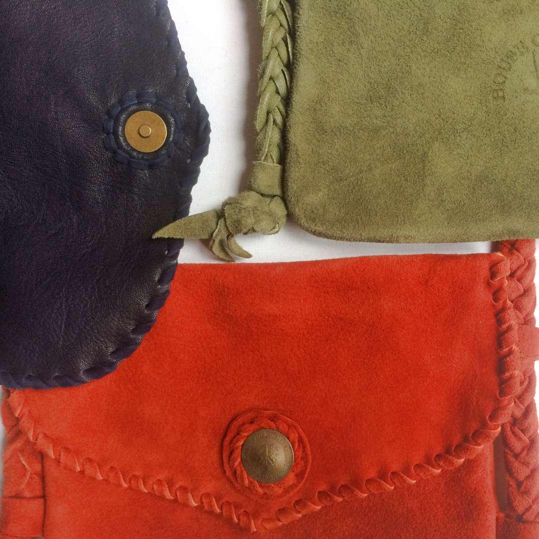 Shoulder bag details.
