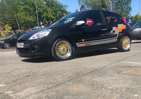 RENAULT CLIO FITTED WITH 17 INCH CALIBRE VINTAGE