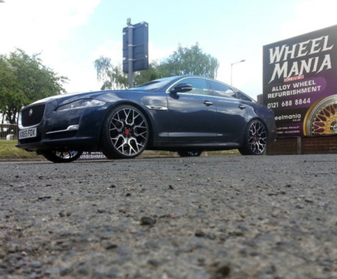 JAGUAR XJ FITTED WITH 22 INCH VELARE VL02