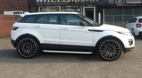 RANGE ROVER EVOQUE FITTED WITH 22 INCH TITAN
