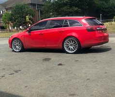 Hub V20 in 20 inch fitted to Insignia