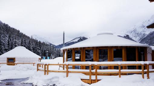 Bistrojurte & Seminarjurte im Schnee.jpg