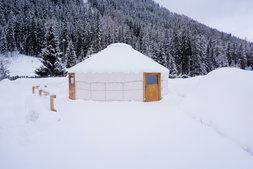 kleine Jurte im Winter.jpg