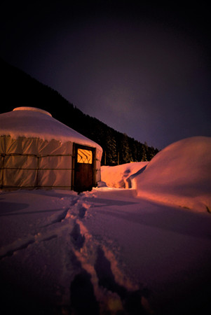 kleine Jurte im Schnee.jpg