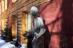 Skulptur am Eingang zum SHIMA