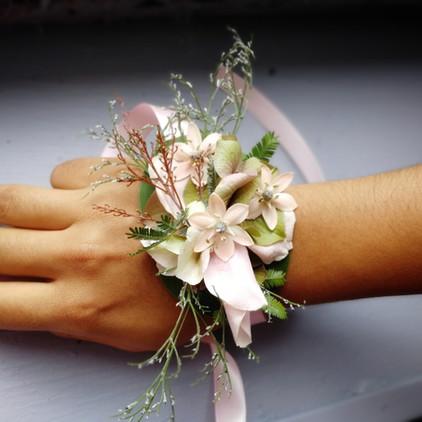 bracelet fleurs nude