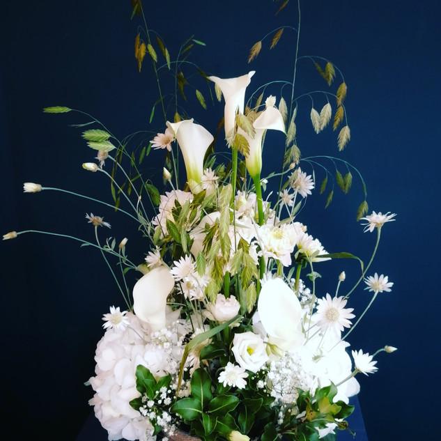 composition florale blanche légère mariage