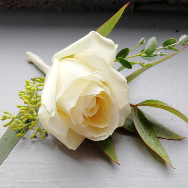 Boutonnière blanche mariage