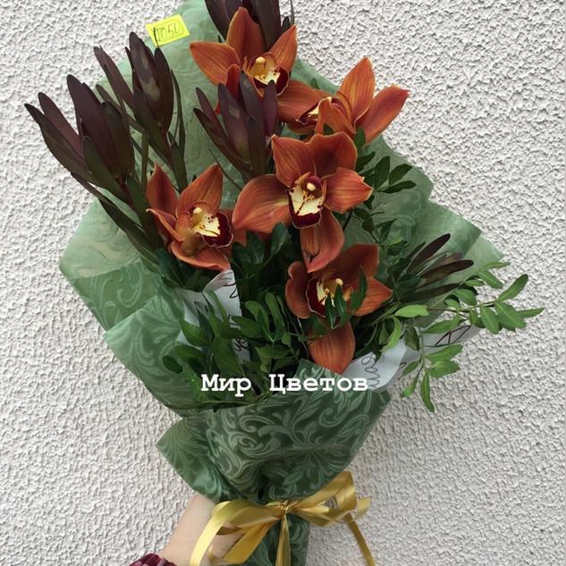 1050 рублей