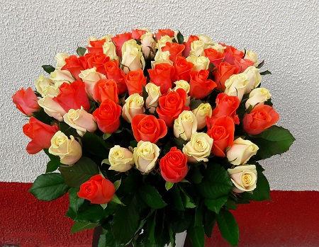 букет  алых и кремовых роз.jpg