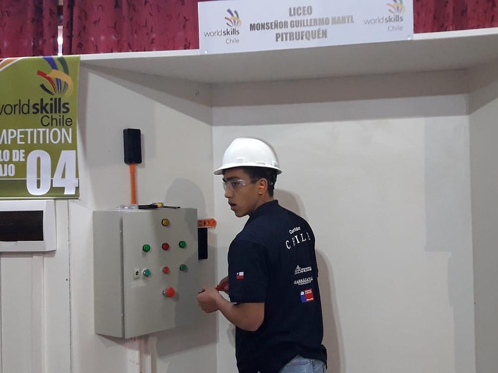 Cristofer Vera, estudiante 4ºG Especialidad de Electricidad