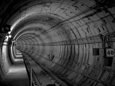 Wir managen die Angebotserstellung für Radio- und LWL-Ausbau in U-Bahn-Tunneln.