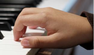 钢琴手型纠正