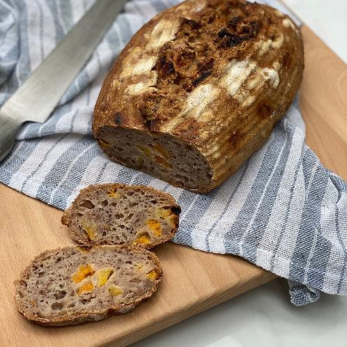 Pão rústico de nozes e damasco com fermentação natural