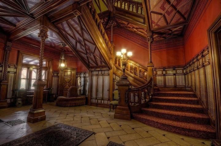 Exemple de hall d'entrée de style gothique