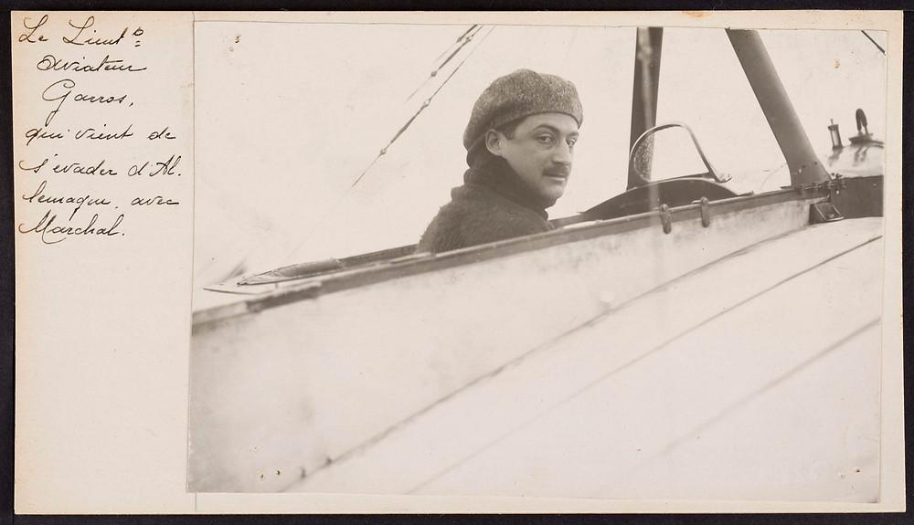 Photographie du lieutenant aviateur [Roland] Garros qui vient de s'évader d'Allemagne avec [Anselme] Marshal