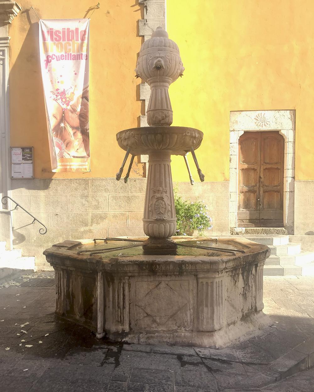 Fontaine renaissance de Contes