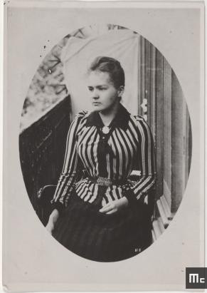 Marie Sklodowska sur le balcon des Dluski, en 1892, 1892, Musée Curie ; coll. ACJC, MCP58,01, Musée Curie ; coll. ACJC