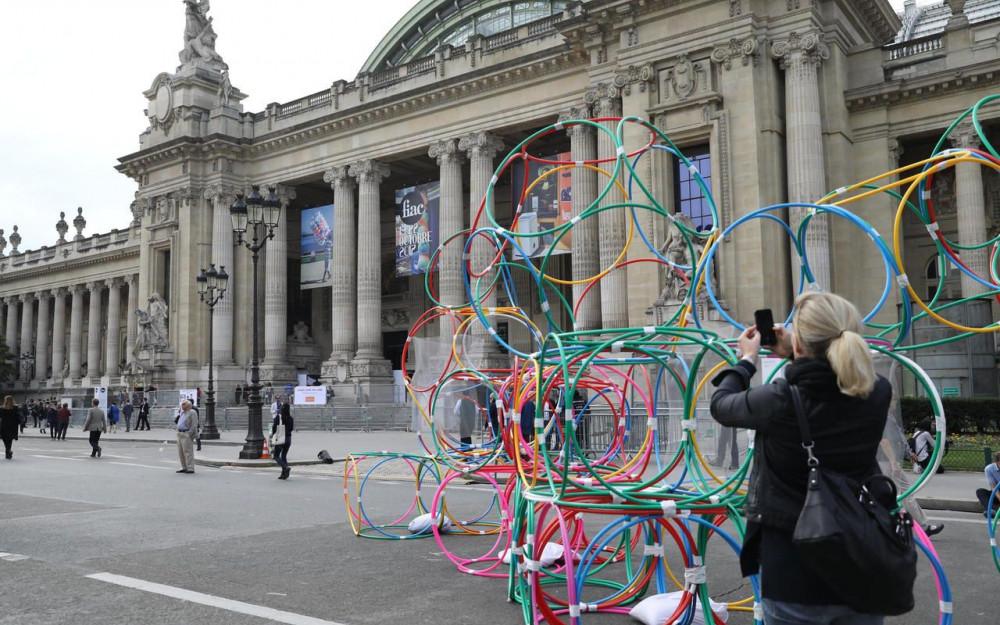 Installation sur le parvis du Grand Palais