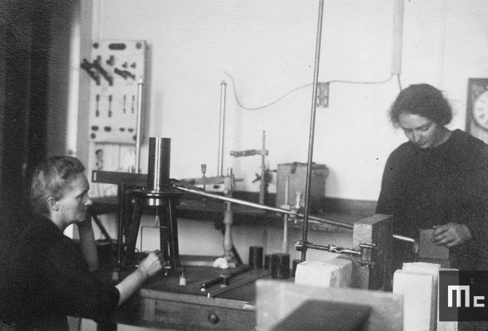 Marie Curie et sa fille Irène à l'Institut du Radium, 1922, 1922, Musée Curie ; coll. ACJC, MCP239, Musée Curie ; coll. ACJC