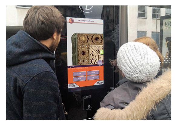Abribus interactif à Paris