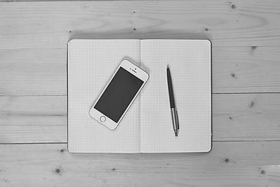 apple-black-and-white-desk-5299.jpg
