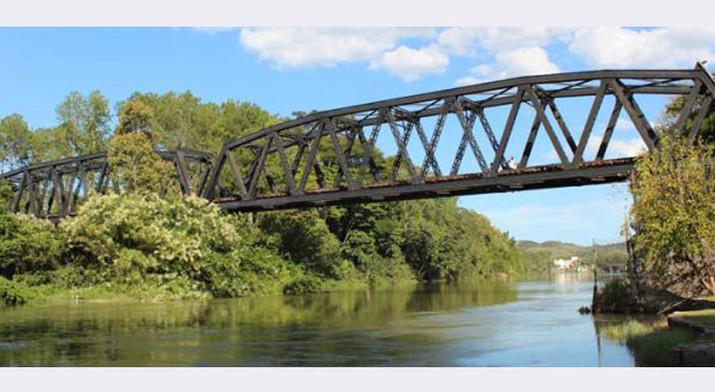 Ponte Belga sobre o Rio Paraíba do Sul