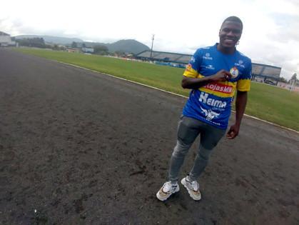 Natan se apresentou hoje (26) ao Iguaçu e já treinou com o grupo