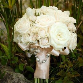 ivory rose and spray rose bouquet.jpg