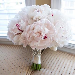 white peony bridal bouquet.jpg