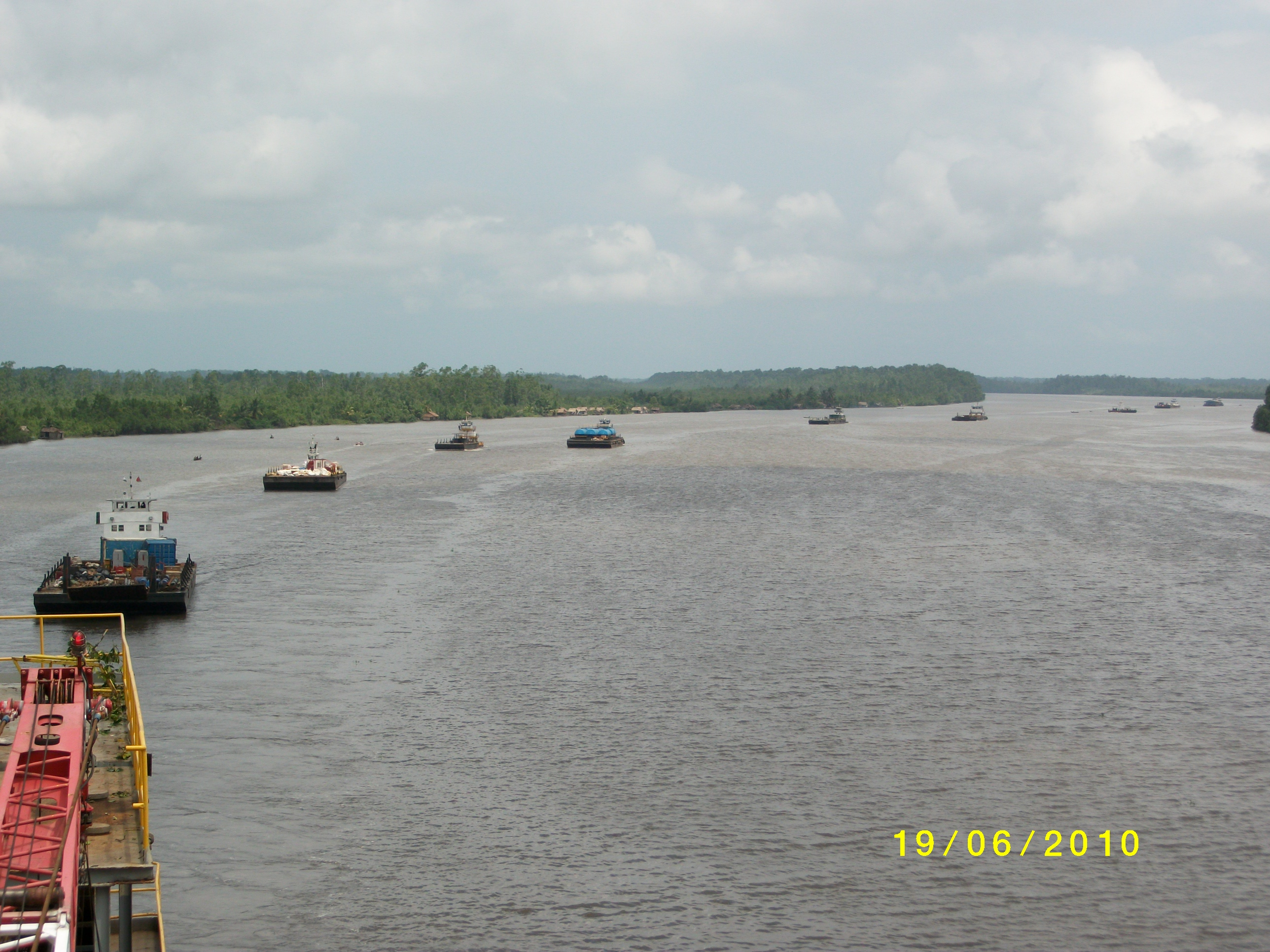 Swamp barge move Nigeria