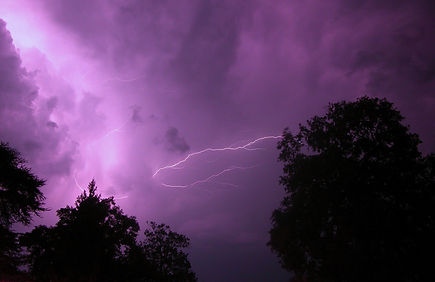 Hotter, drier, stormier/Climate change increasing risks of lightning-ignited fires, study finds PhysOrg